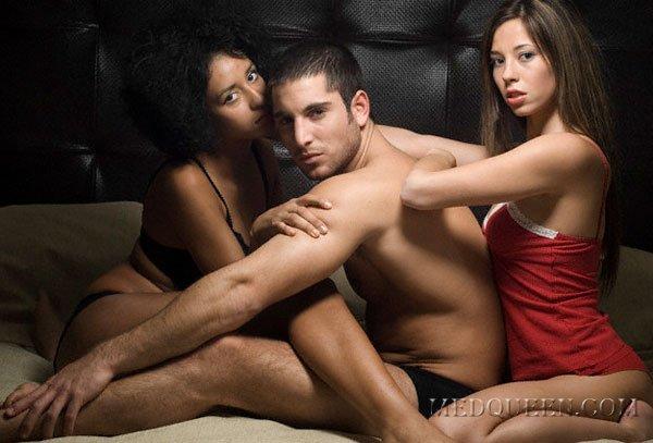 Секс втроём человек