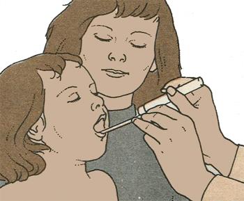 Осмотр ротовой полости и горла у ребенка