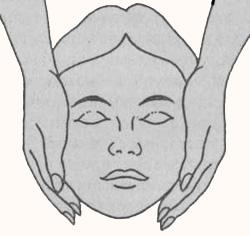 Альтернативное положение рук мастера на голове пациента